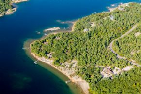 Pleasant Point, Carling, Snug Harbour - Country homes for sale and luxury real estate including horse farms and property in the Caledon and King City areas near Toronto