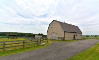 Stable/Workshop - Country homes for sale and luxury real estate including horse farms and property in the Caledon and King City areas near Toronto