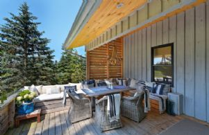 Eating Deck - Country homes for sale and luxury real estate including horse farms and property in the Caledon and King City areas near Toronto