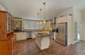 House 2: Kitchen - Country homes for sale and luxury real estate including horse farms and property in the Caledon and King City areas near Toronto