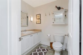 4-Piece Bathroom - Country homes for sale and luxury real estate including horse farms and property in the Caledon and King City areas near Toronto