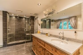 Master Bathroom - Country homes for sale and luxury real estate including horse farms and property in the Caledon and King City areas near Toronto