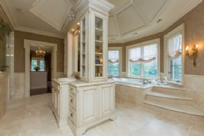 Master Ensuite - Country homes for sale and luxury real estate including horse farms and property in the Caledon and King City areas near Toronto