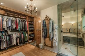 Master Change Room - Country homes for sale and luxury real estate including horse farms and property in the Caledon and King City areas near Toronto