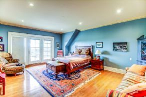 Bedroom with Ensuite - Country homes for sale and luxury real estate including horse farms and property in the Caledon and King City areas near Toronto