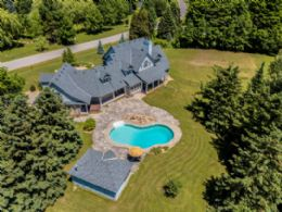 Country Living, North Caledon, Caledon, Ontario - Country homes for sale and luxury real estate including horse farms and property in the Caledon and King City areas near Toronto