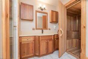 4-piece En Suite Bathroom with Sauna - Country homes for sale and luxury real estate including horse farms and property in the Caledon and King City areas near Toronto