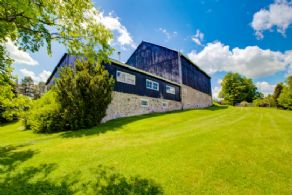 3-sotry barn with workshop, office, recreation space & bathroom - Country homes for sale and luxury real estate including horse farms and property in the Caledon and King City areas near Toronto